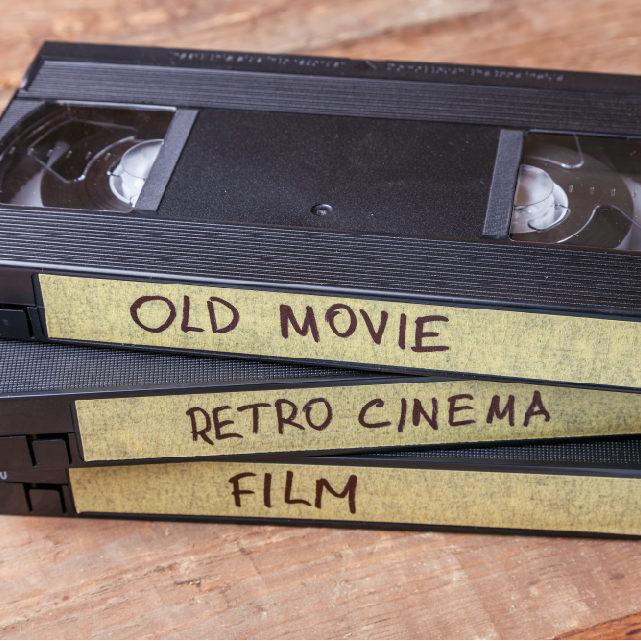 1_Bild Text_VHS Kasetten alte Filme_AdobeStock_199574288_0